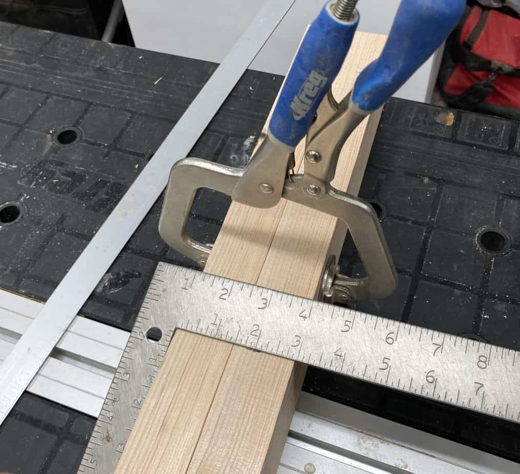 Clamp to mark lines